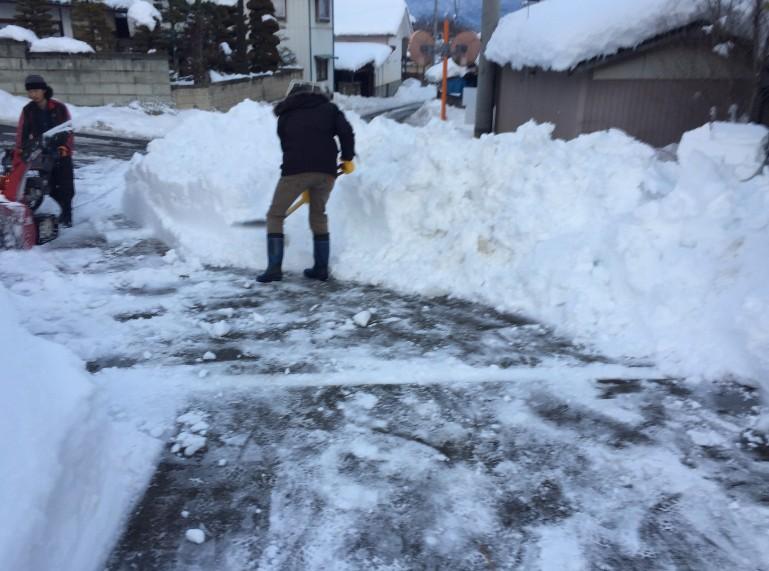 豊野町民家の除雪2