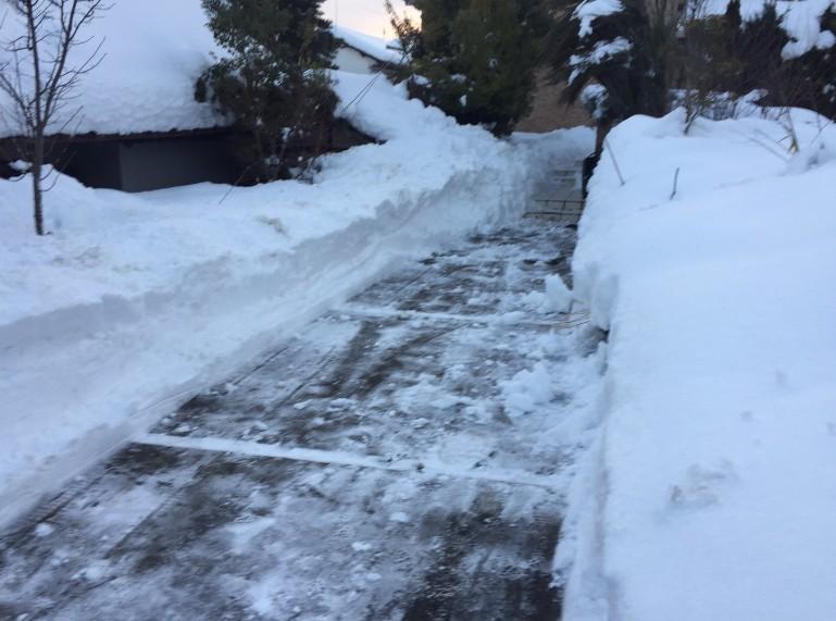 豊野町民家の除雪1