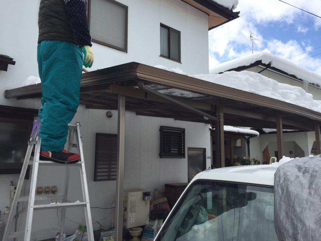 須坂市のカーポートの雪下ろし