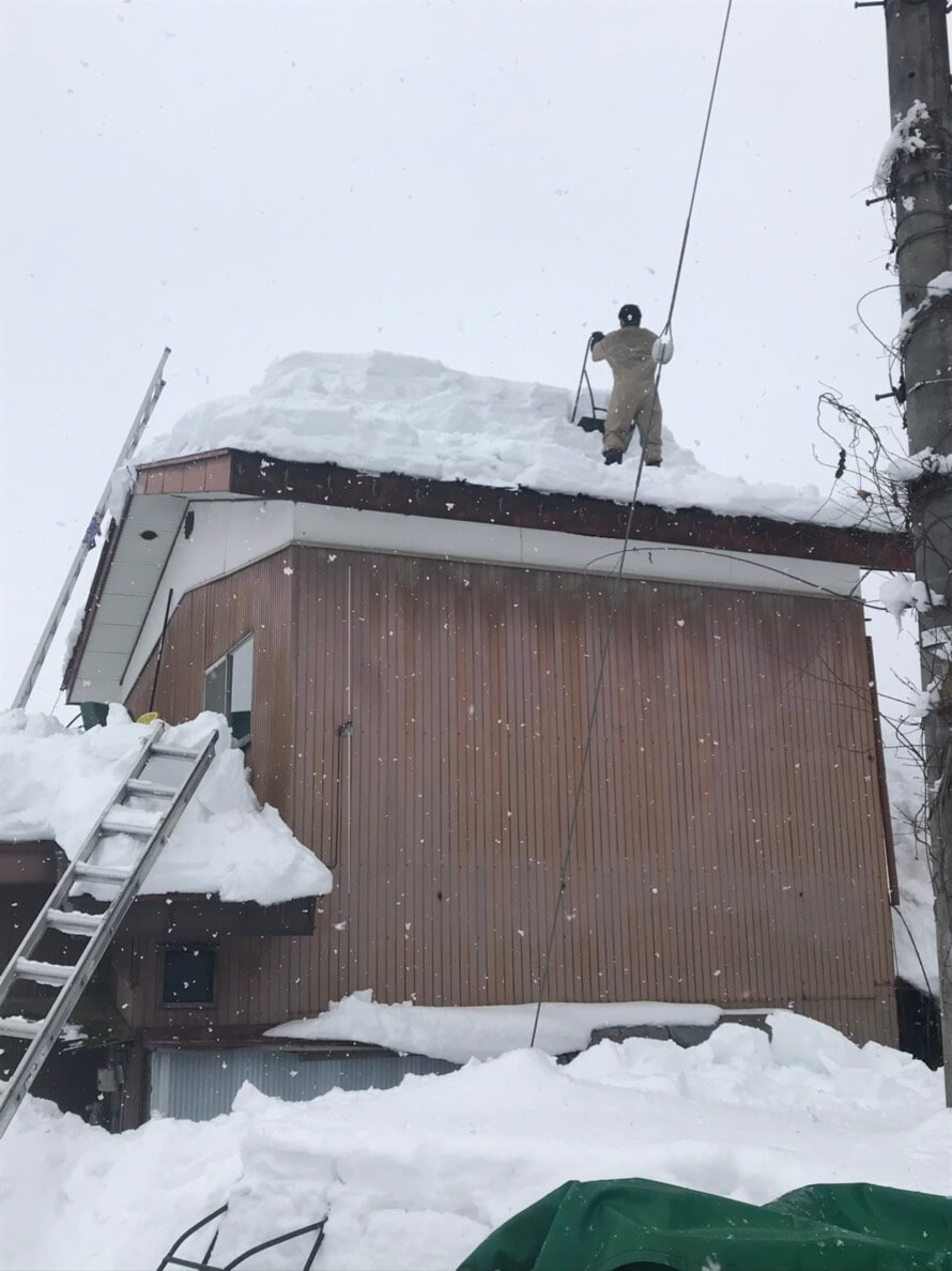 野沢温泉村:腰以上の高さの雪下ろし1